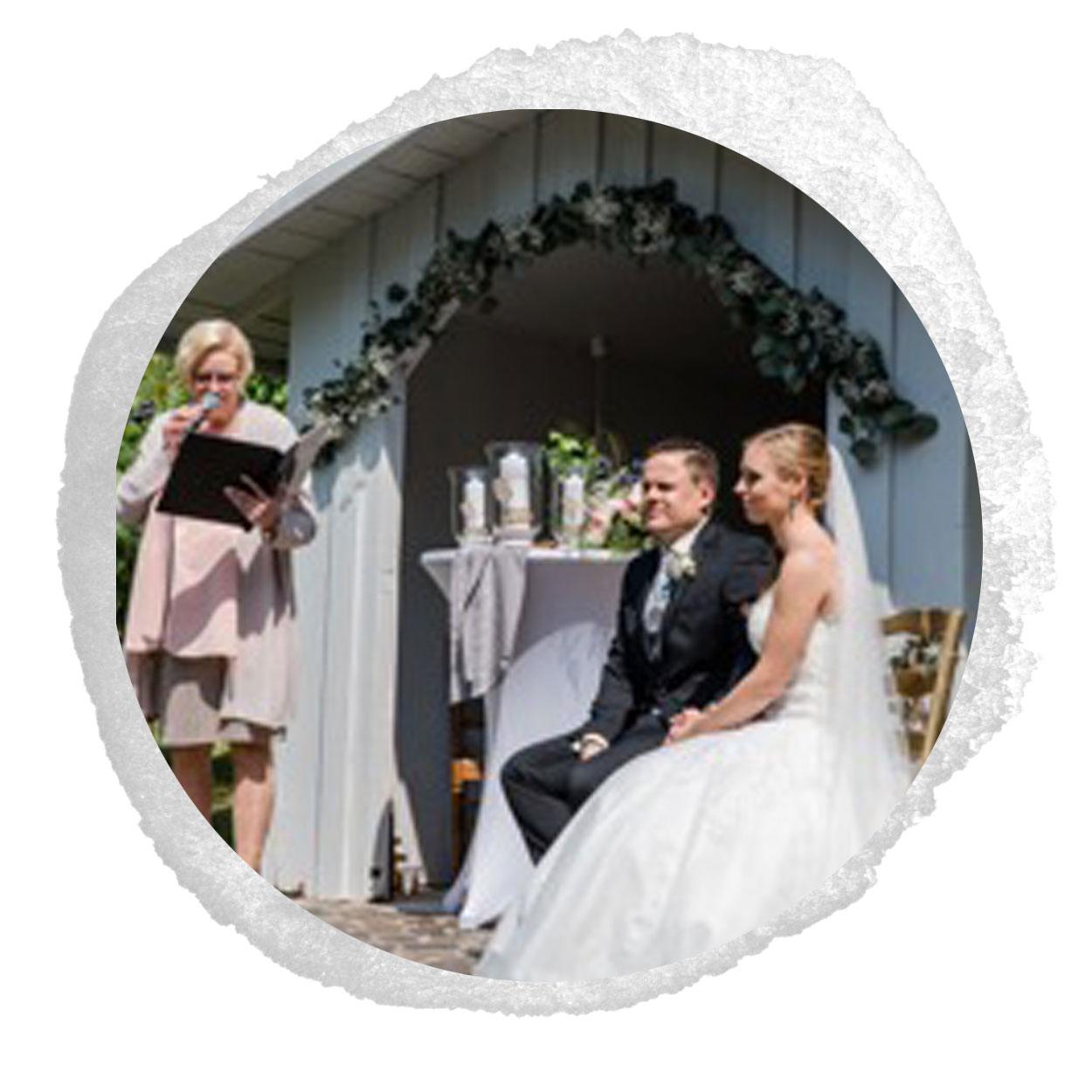 Brautpaar sitzend Julia und Thomas